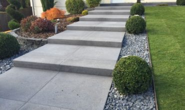 Entrée maison dallage moderne jardinier paysagiste